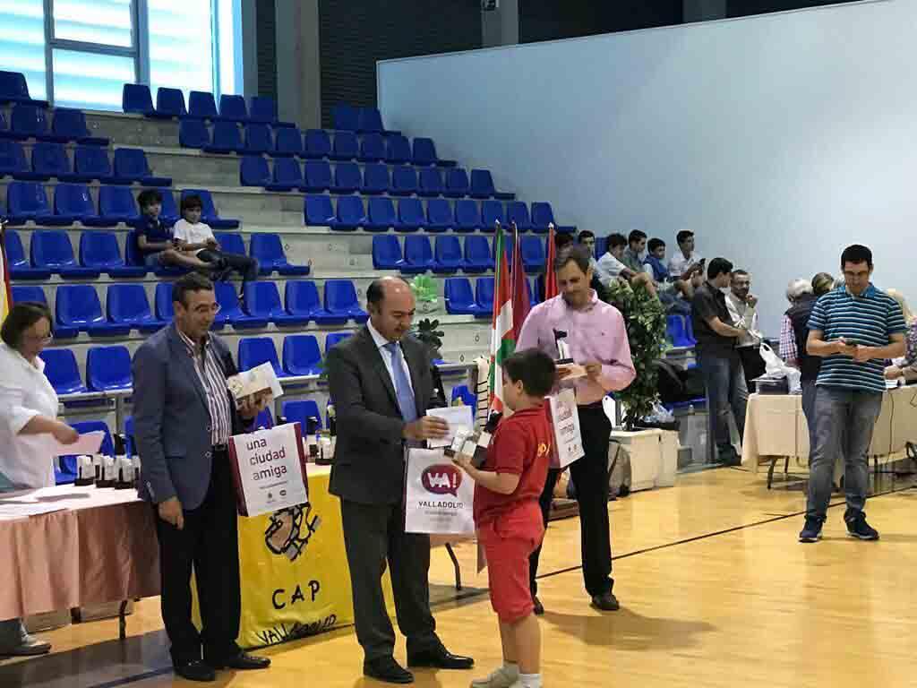 Ángel Casas en la entrega de trofeos